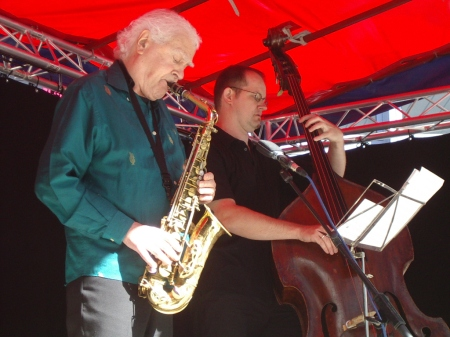 Charlie Mariano and Dieter Ilg in Germany in 2005 (photo by Peter Arz)