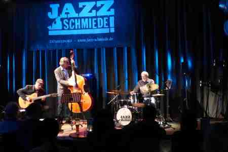 Christian Hassenstein Trio at Jazzschmiede Dusseldorf in December 2016 (photo by Christa Warnke)